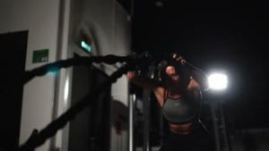 videoblocks-female-athlete-working-out-with-heavy-ropes-at-the-gym_suwuwumfg_thumbnail-small01